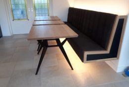 Maatwerk zwevende bank met tafels door Verstegen Meubelen